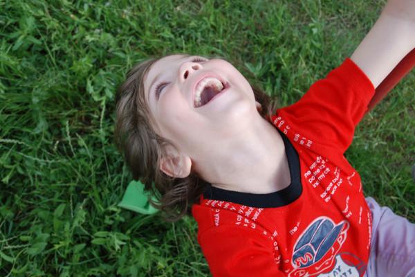 Clarins y Aldeas Infantiles, la infancia en común