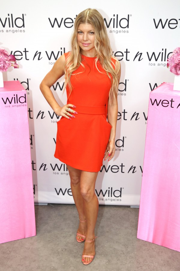 wet n wild And Fergie Launch #MoreKisses Campaign besos solidarios