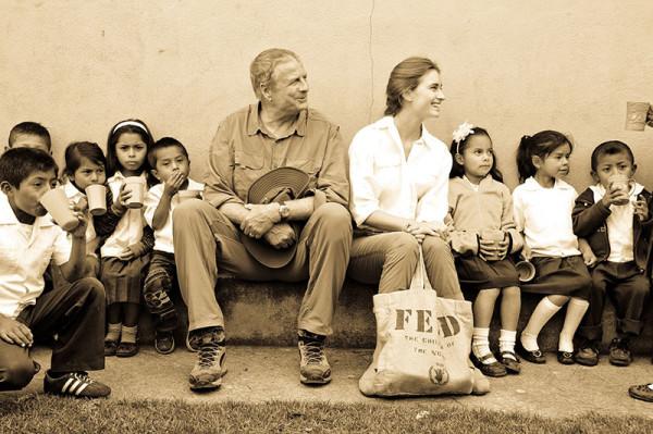 Clarins y Feed, juntos para combatir el hambre infantil